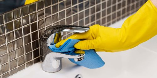 The Right Way to Deep Clean Your New Home Before Moving in a Pandemic